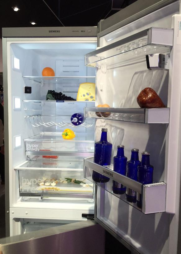 Siemens Kühlschrank mit zwei integrierten Kameras